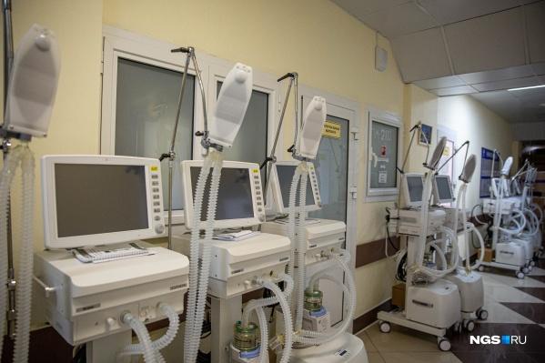 В инфекционных стационарах на ИВЛ лежат 72 человека, но не у всех подтвержден коронавирус