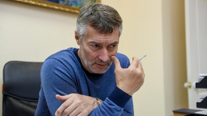 «Выкарабкивайтесь сами как можете»: Евгений Ройзман — о снятии ограничений и заложниках-губернаторах