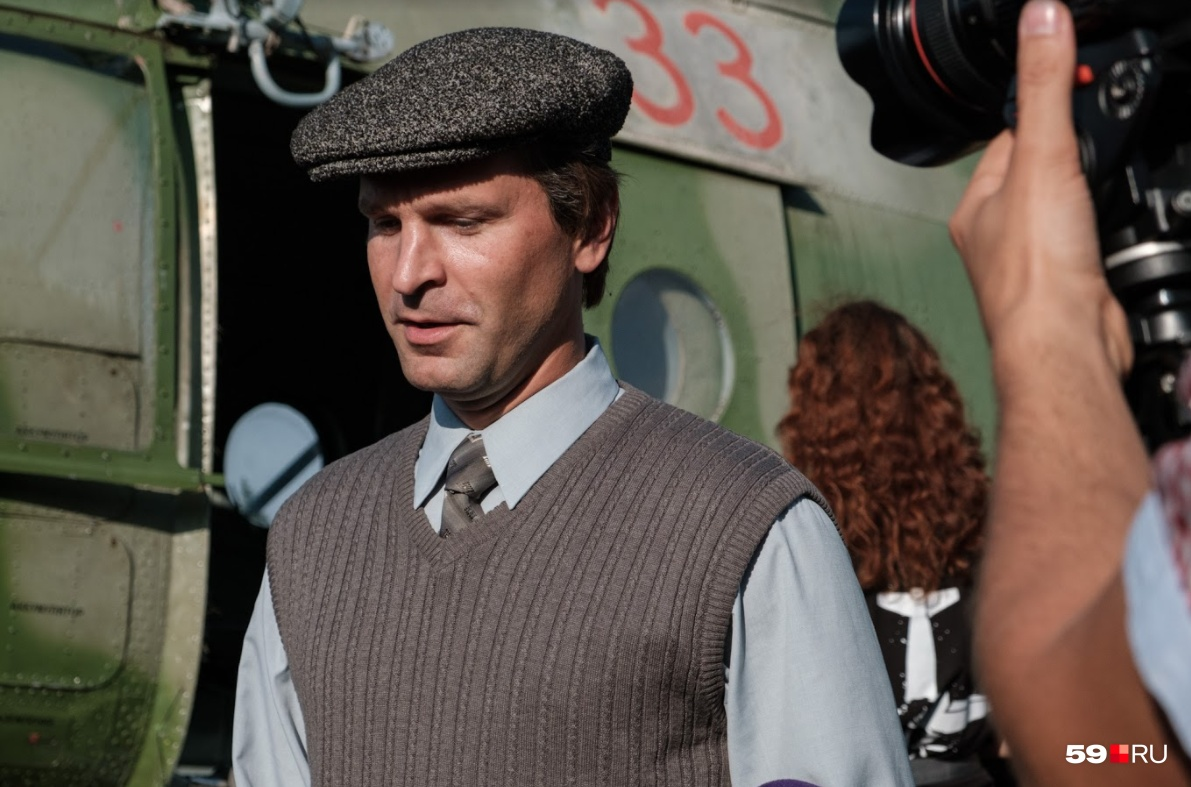 Актер Виктор Добронравов сыграл сотрудника КГБ, которого прислали из Москвы, чтобы устранить последствия катастрофы в секретных условиях.&nbsp;«Мой герой — собирательный образ, это человек комитетный, человек инструкций и дела, и человеческое по ходу сюжета в нем начинает прорастать, и он проникается всей этой историей. Он не верил, что кто-то мог выжить», — рассказал нам актер о своем персонаже&nbsp;<br>