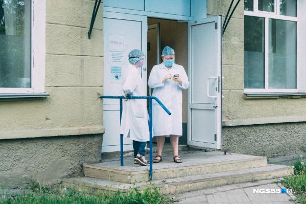 До районов-лидеров по количеству ковидных больных Нововаршавскому ещё далеко