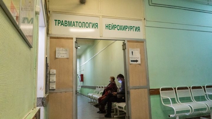 Омичка выпала с четвертого этажа и через три часа ушла из больницы