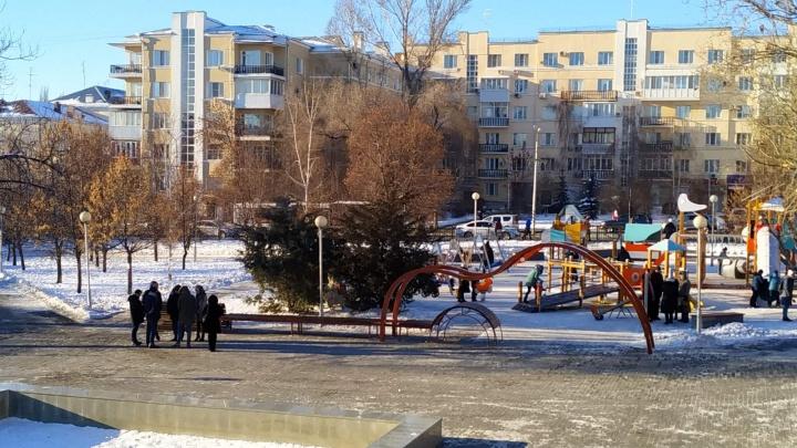 Гитара и детские горки: в Самаре отремонтировали сквер Высоцкого