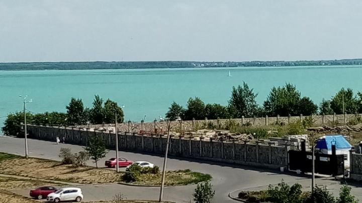 Из-за жары в Челябинске озеро Смолино стало похоже на побережье Бали