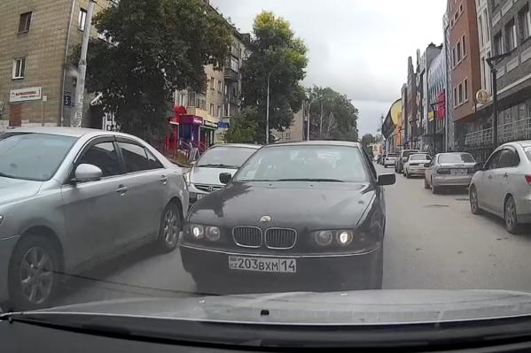 BMW выехал на встречку
