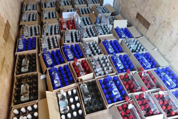 У курганца нашли более 8 тысяч бутылок сомнительного алкоголя