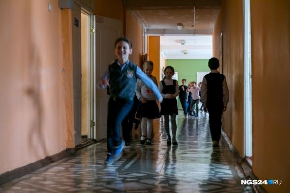 Проблема с гиперактивным мальчиком пока разрешилась: при другом педагоге он ведет себя лучше