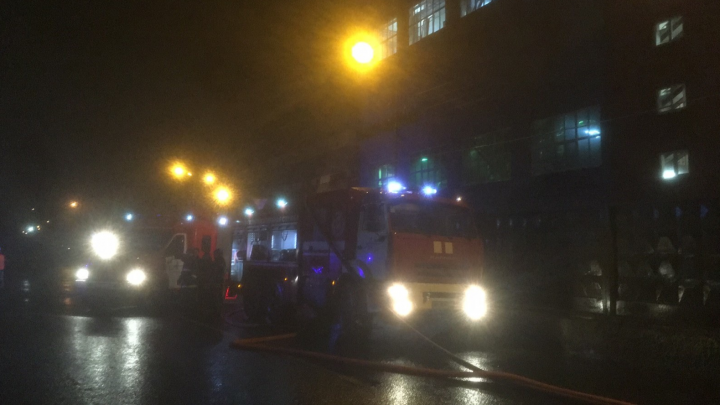 В Новодвинске потушили пожар в цехе производства картона АЦБК