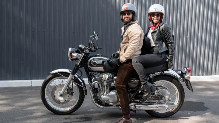 В Ростове прошел джентльменский заезд. Классические мотоциклы и костюмы — в фоторепортаже 161.RU