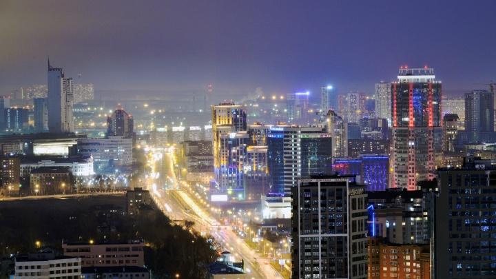 Пустой и сияющий: подборка атмосферных фото Екатеринбурга с высоты птичьего полета