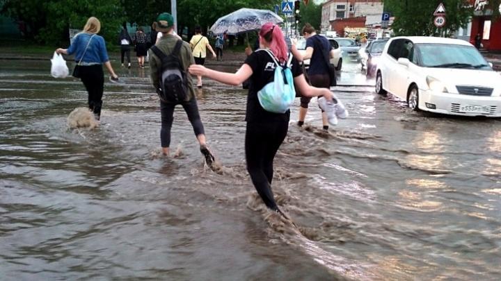 Ночной потоп в Новосибирске: по улицам города плавают автомобили