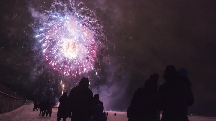 Забег голышом, армейские кадры и салют вопреки шторму: Архангельск отпраздновал 23 Февраля