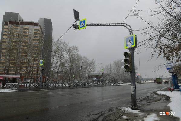 На проблемном участке дублера Сибирского тракта установили светофоры