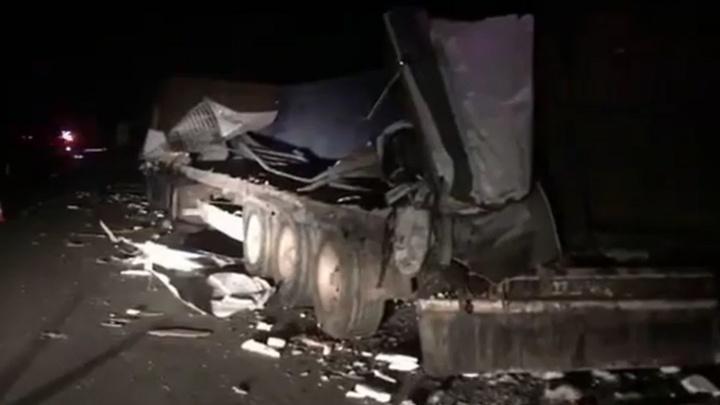В Башкирии «Газель» влетела в припаркованный КАМАЗ. Погиб один человек