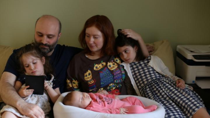 Родители 5-месячной Софии с опасной болезнью подали в суд на новосибирский Минздрав