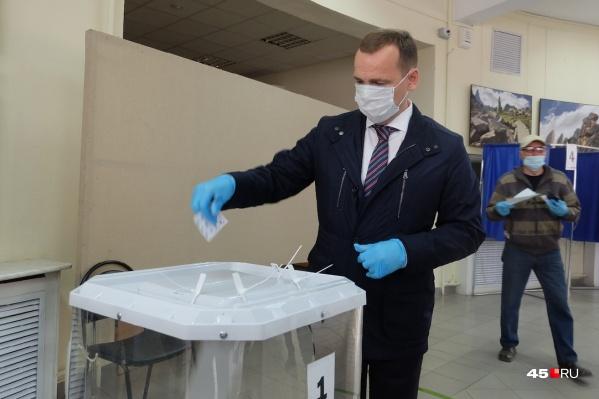 Шумков голосовал на избирательном участке в Культурно-выставочном центре