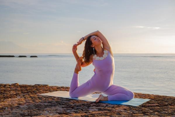 Юлия Пастухова долго не могла решиться открыть свое дело, но в итоге сумела начать зарабатывать на ковриках для йоги