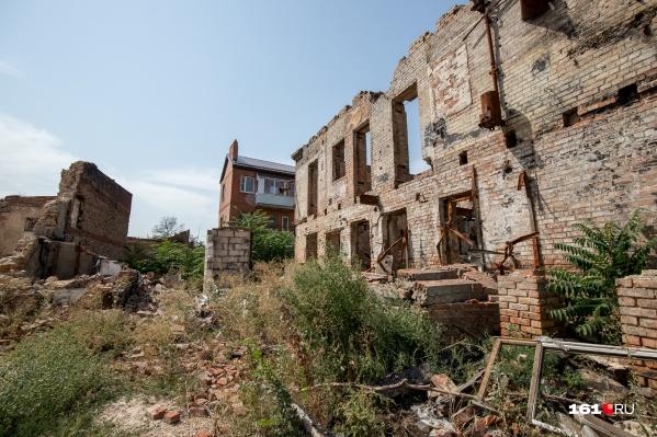 На месте пожара остались лишь пепел и руины