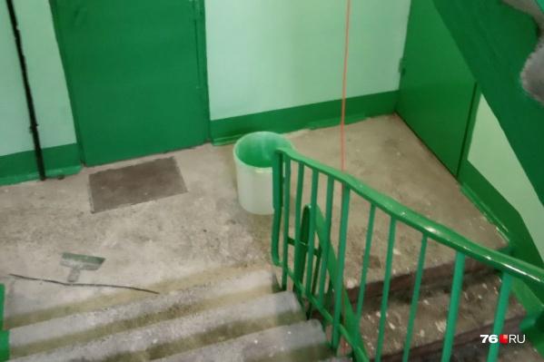 В третьем подъезде на улице Батова, 5, корпус 2 завершается ремонт