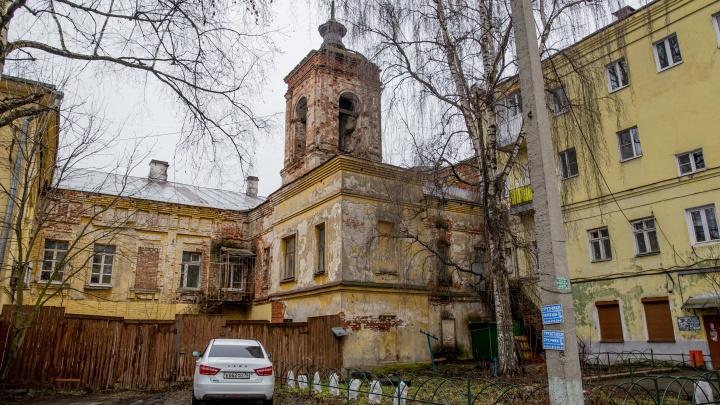 Элитный дом среди разрухи: что скрывает обшарпанный угол в историческом центре Ярославля