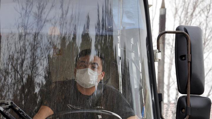 В Кургане дезинфицируют автобусы для профилактики коронавируса