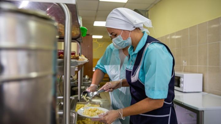 Жители Кузбасса пожаловались на школьное питание. В Минобре прокомментировали ситуацию