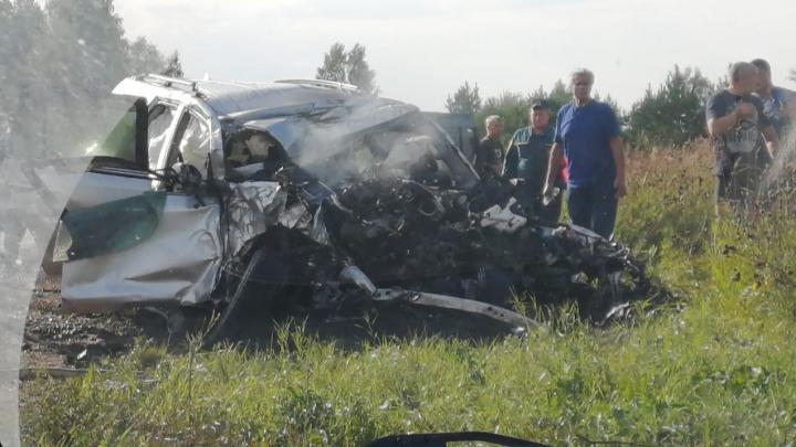 На трассе погиб водитель «Крузера» при попытке обогнать поток машин по встречке
