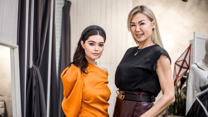 Стилист и модель нашли в Новосибирске крутую обувь, пуховики и одежду и составили сногсшибательные образы