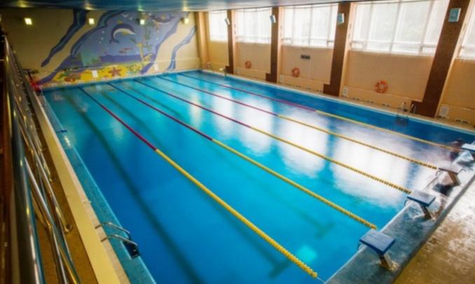 Бассейн «Спартак» в Новосибирске позвал врачей из трех больниц плавать бесплатно