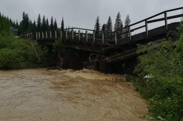 Мост перекрыли сегодня утром