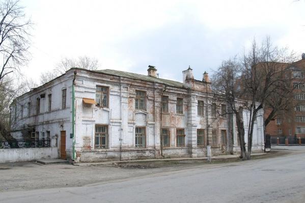 Здание больше десятка лет заброшено