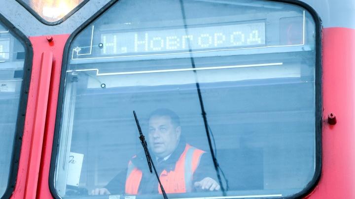 ГЖД восстановила движение поездов по двум путям в районе станции Шеманиха. Вчера там произошло серьезное ДТП