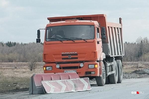 Грузовики не смогут проехать по дороге рядом с Нытвой в дневное время