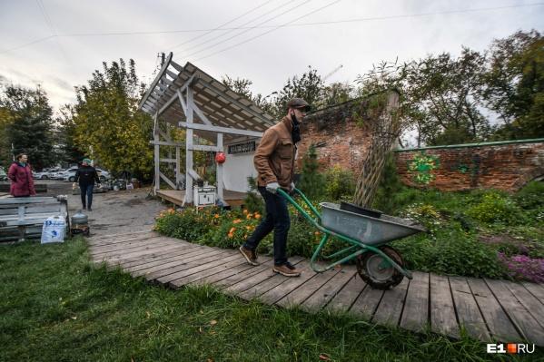 В этом году саду Нурова исполнилось три года