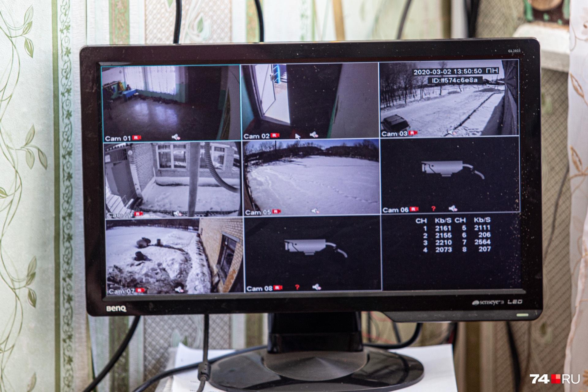 Видеонаблюдение в школе есть, но крыльцо, где мог предположительно произойти конфликт, в кадр не попадает