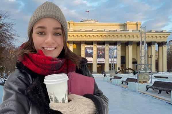 Журналист Алина Каур и видеооператор Антон Дигаев (он, как всегда, за кадром) узнают, так ли хорош главный каток Новосибирска, как про него говорят