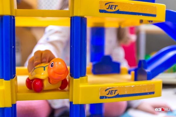 В детские сады уже завезли новые игрушки