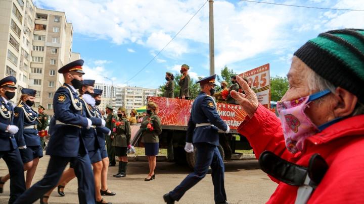 Именной парад: в Уфе ветеранам доставили праздник на дом