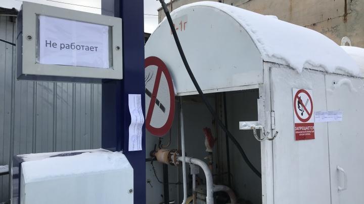В Екатеринбурге судебные приставы закрыли незаконно работавшую газозаправку