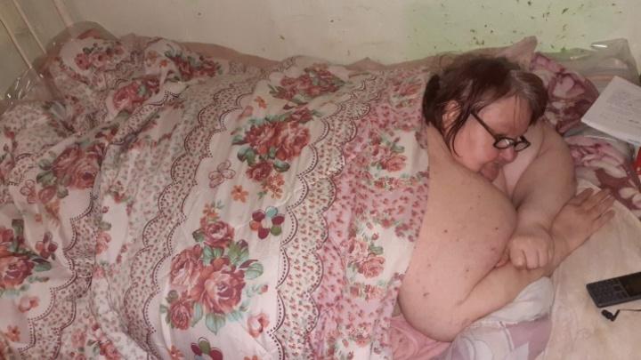 В Тюмени ищут волонтеров для помощи самой тяжелой женщине (её надо поднимать и переворачивать)