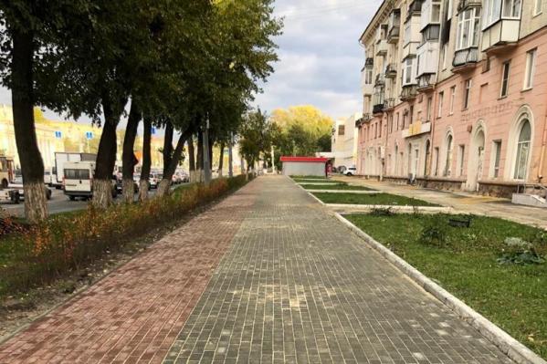 Конфликт между рабочим и роллером произошёл на перекрёстке проспекта Ленина и улицы 40-летия Октября, напротив театра ЧТЗ