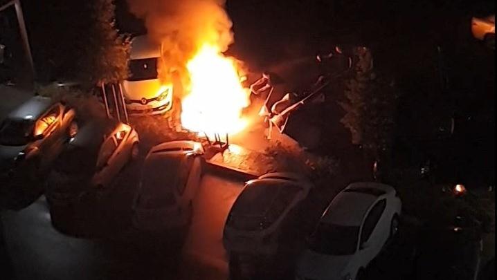 На парковке ЖК «Европейский берег» сгорело авто — пострадала и рядом припаркованная машина