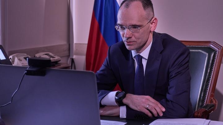 В Курган вместо министра просвещения прилетел его заместитель Дмитрий Глушко