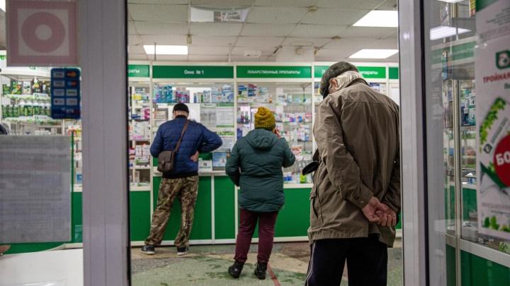 В Кузбасс самолетом доставили еще одну крупную партию лекарств от COVID-19. Но их пока не продают
