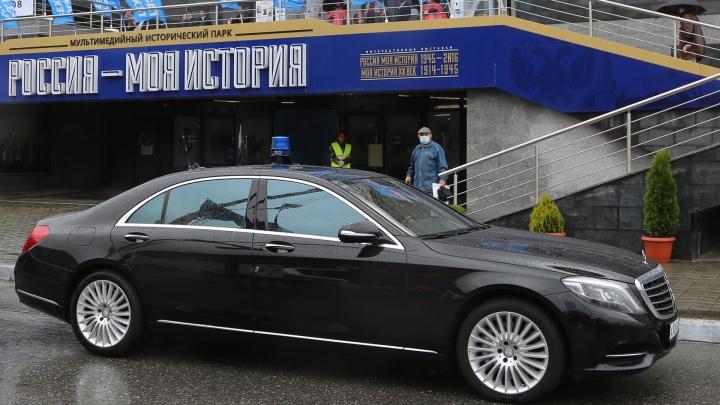 Власти Башкирии закупили 13 новых Camry в разгар пандемии: разглядываем автопарк в служебном гараже правительства