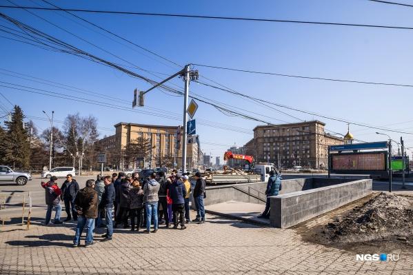 Предприниматели, торгующие в переходе под часовней, устроили противостояние с представителями муниципалитета
