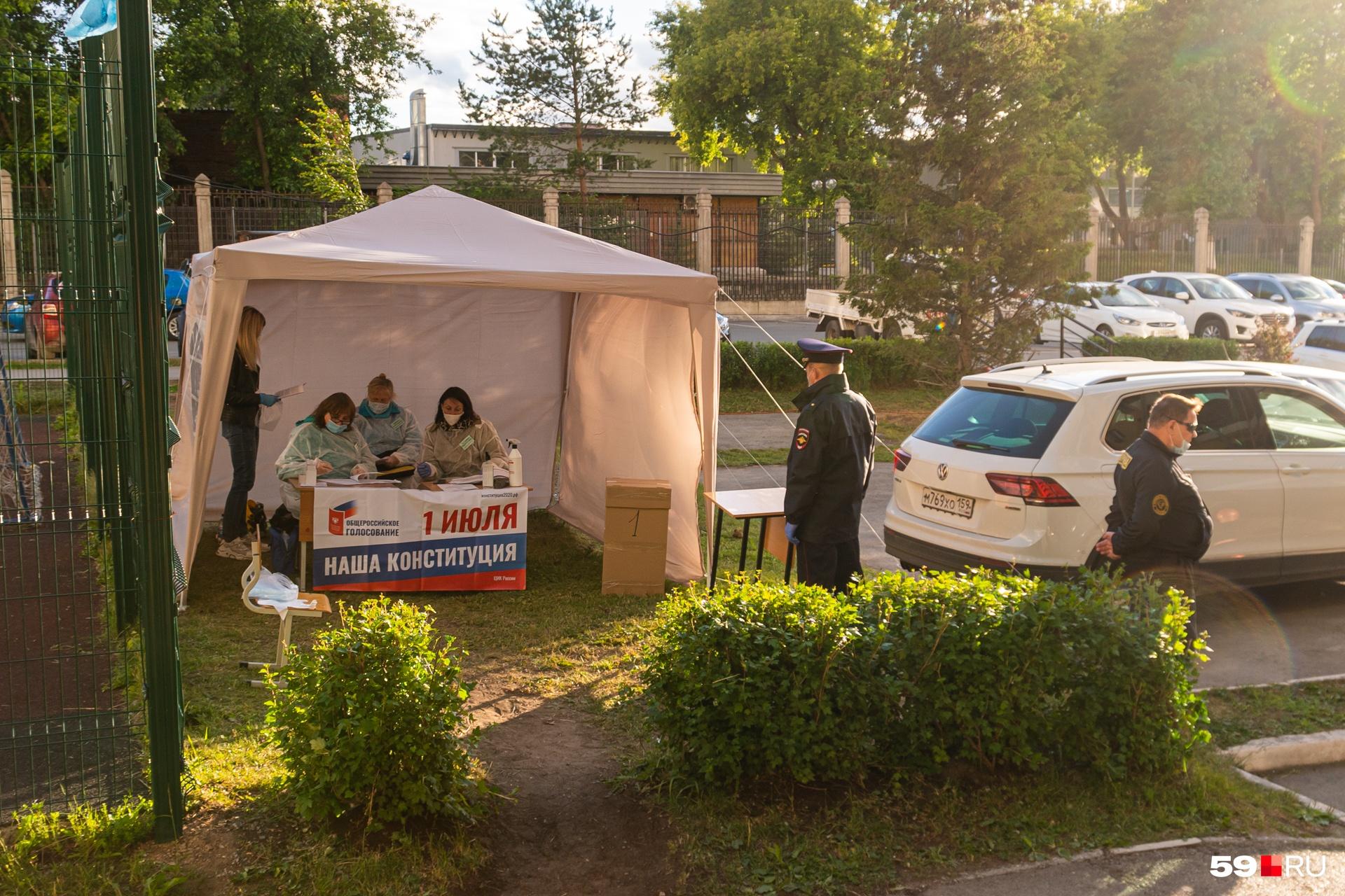 За порядком на избирательном участке следит полиция