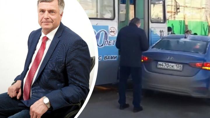 «Сегодня не мой день»: руководитель горсовета Ачинска попал в ДТП и стал мишенью для насмешек