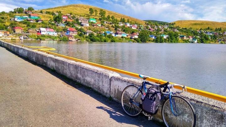 «Без денег даже интереснее»: в Волгограде остановился путешественник из Нижнего Тагила, рванувший к морю на велосипеде