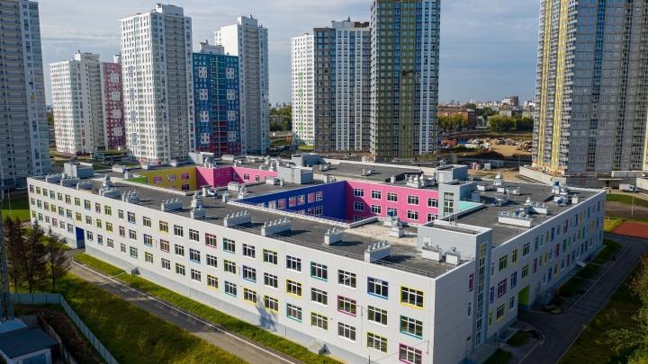 Александр Репин предложил сдавать в аренду школу в Красных казармах за 1 рубль в месяц