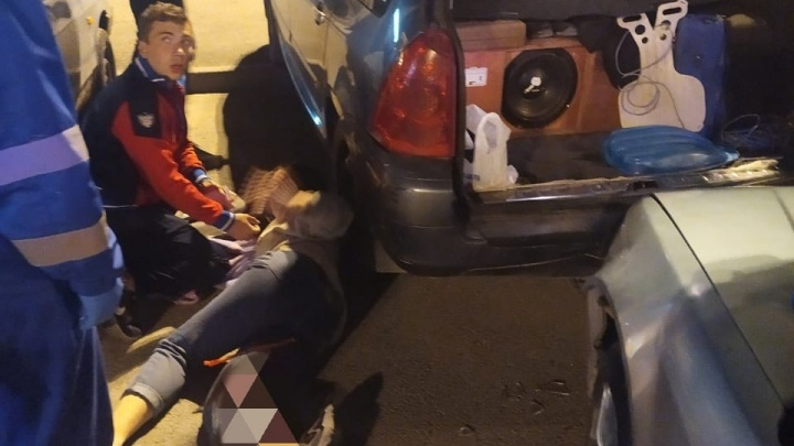«Ногу хотят ампутировать»: на парковке около «Дирижабля» Honda сбила девушку